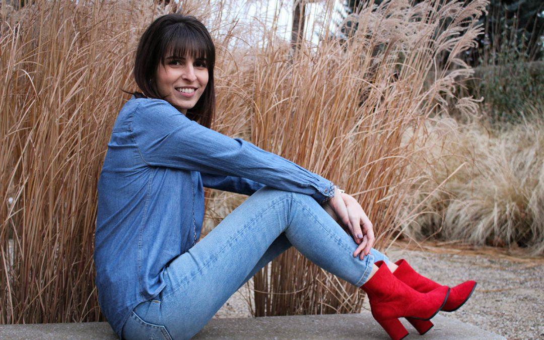 Total look jean et bottines rouges